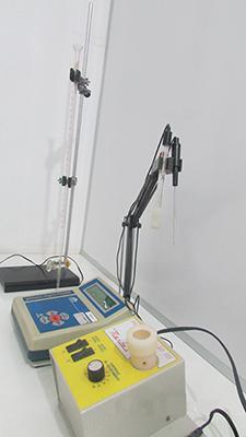 Laboratório de Sólidos e Líquidos